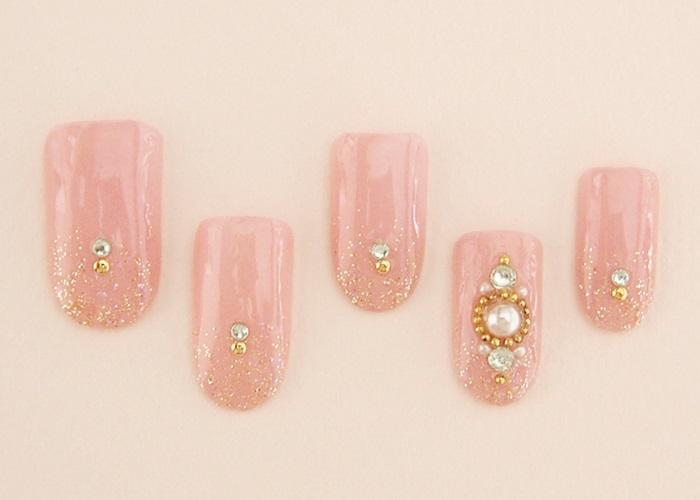 ピンクのキラキラネイル