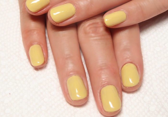 黄色のワンカラーネイル