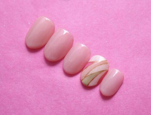 ピンクのプッチネイル