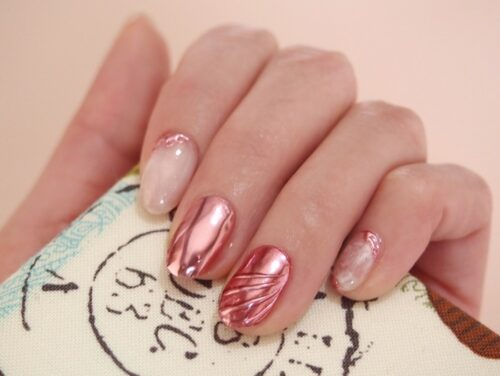 ピンクのミラーネイル